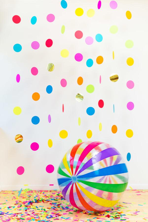 Kreativnye-fotozony-na-svadbe-CHast-41 Креативные фотозоны на свадьбе: делаем веселые конфетти для фотозоны.