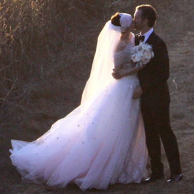 Знаменитости, которые выбрали цветные свадебные платья3