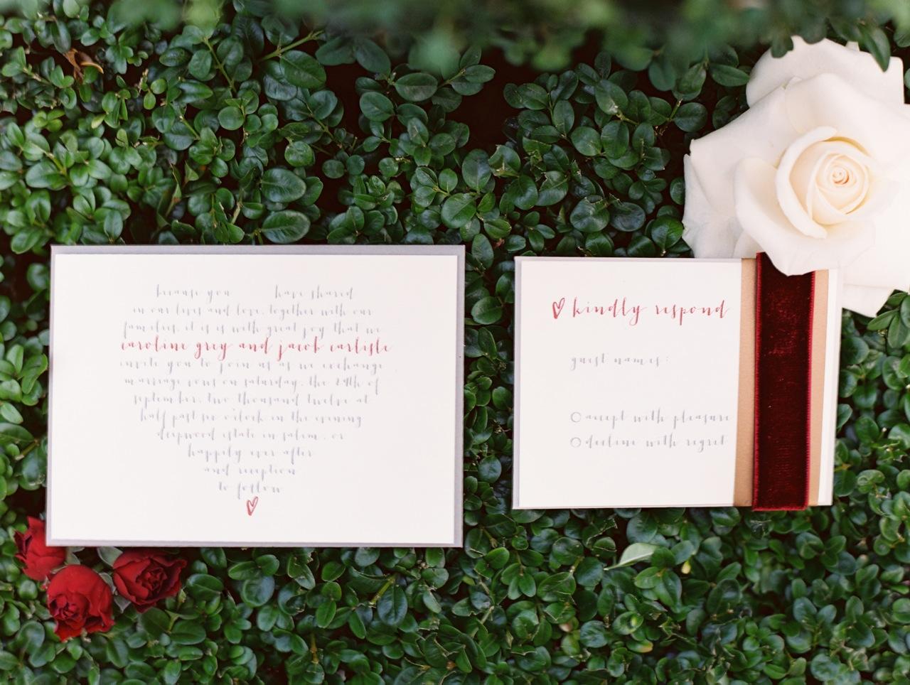 priglasheniya-na-svadbu-s-barhatnym-dekorom Идеи для свадеб со стилем, тематические свадьбы