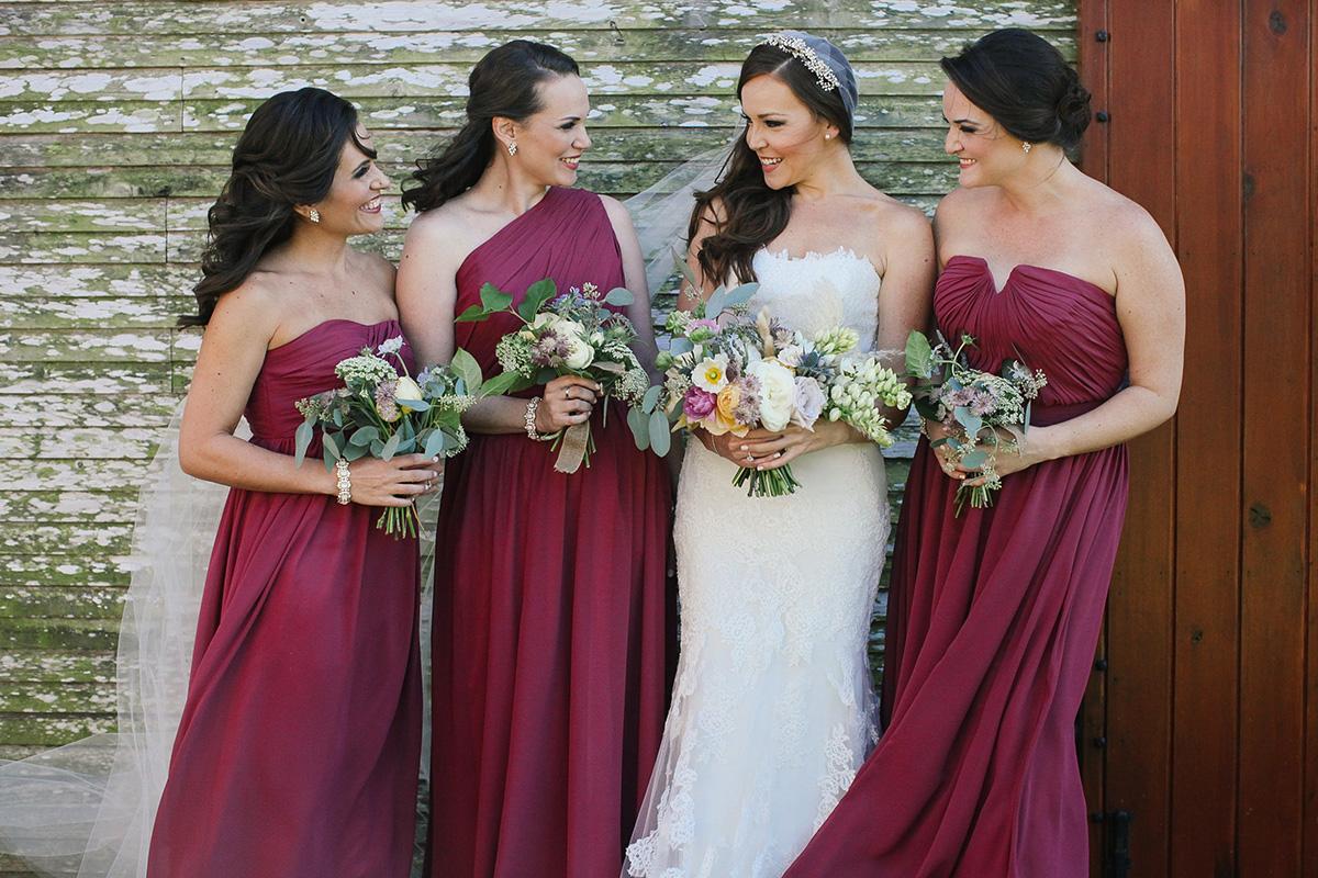 Модная и стильная свадьба в цвете марсала, как организовать