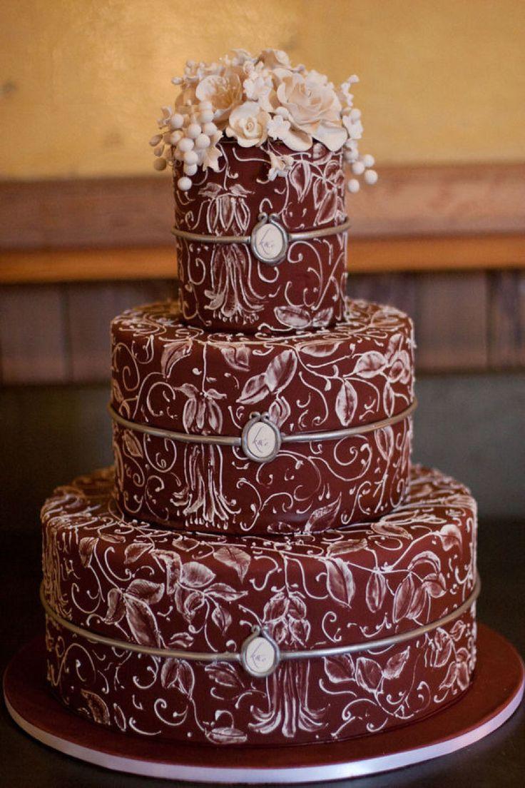 svadebnyj-tort-marsala Модная и стильная свадьба в цвете марсала, как организовать