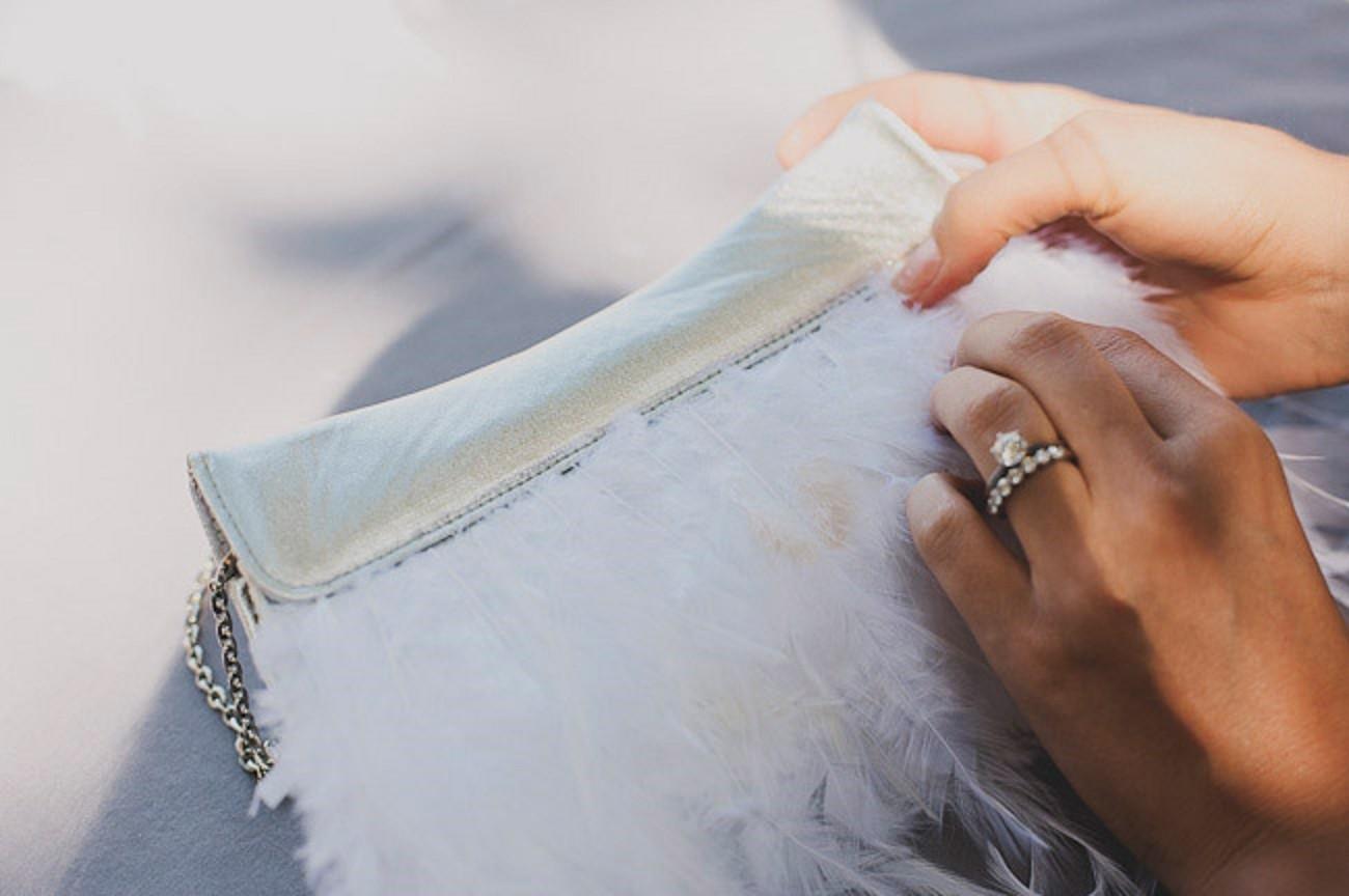 tshhatelnaya-proverka Мастер-класс: изящная сумочка с перьями для невесты