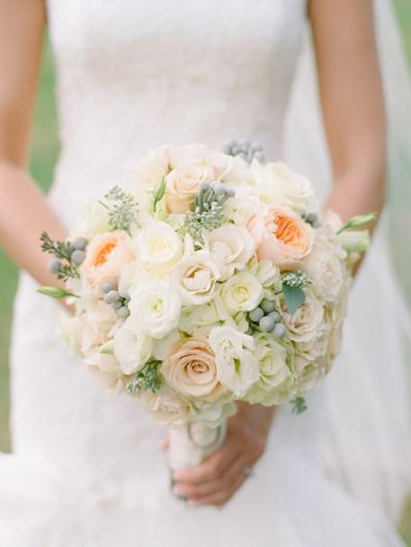 Vesennij-svadebnyj-buket-iz-roz-3 ТОП-24 самых нежных свадебных букета для весенней свадьбы