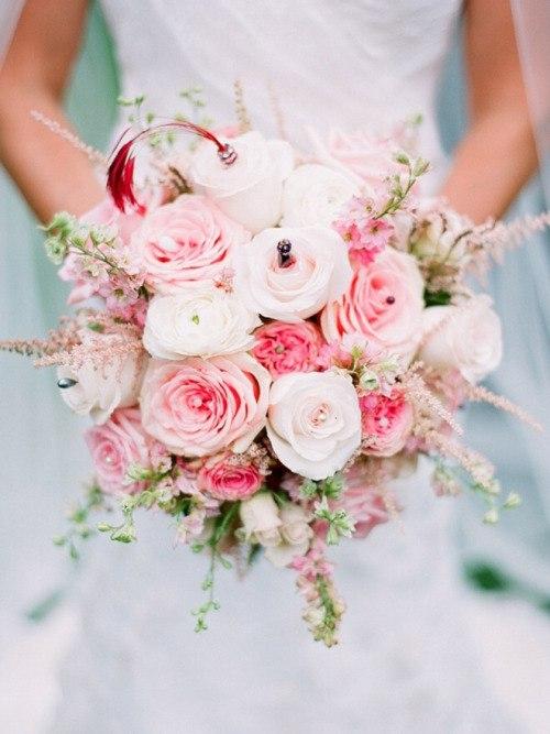 Vesennij-svadebnyj-buket-iz-roz ТОП-24 самых нежных свадебных букета для весенней свадьбы