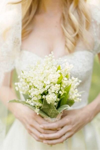Vesennij-svadebnyj-buket-s-landyshami-3 ТОП-24 самых нежных свадебных букета для весенней свадьбы