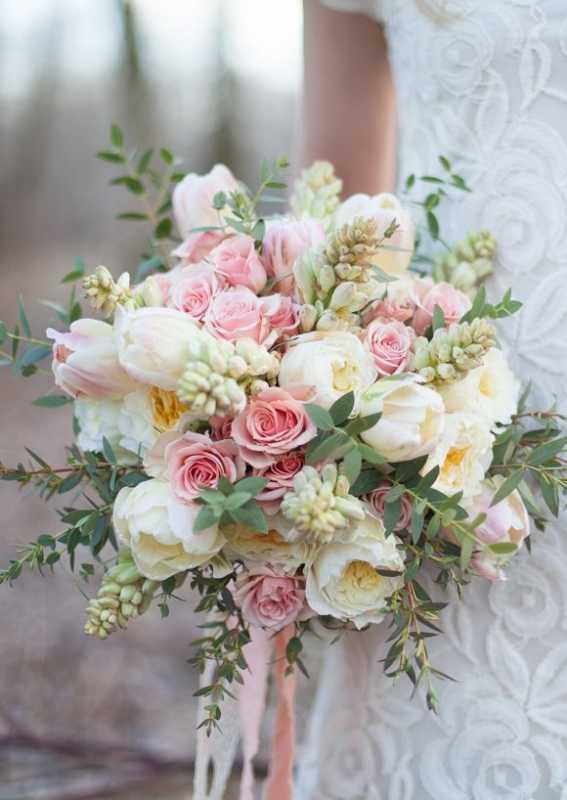 Vesennij-svadebnyj-buket-s-tyulpanami-32 ТОП-24 самых нежных свадебных букета для весенней свадьбы