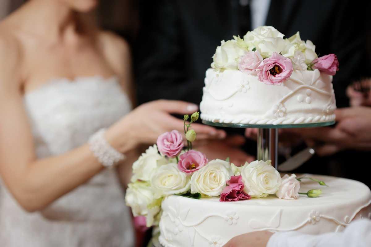 Как подать свадебный торт