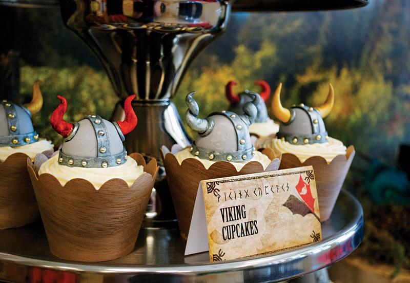 1-Kendi-Bar-v-stile-vikingi-dlya-malchishnika Кэнди Бар в стиле викинги для мальчишника