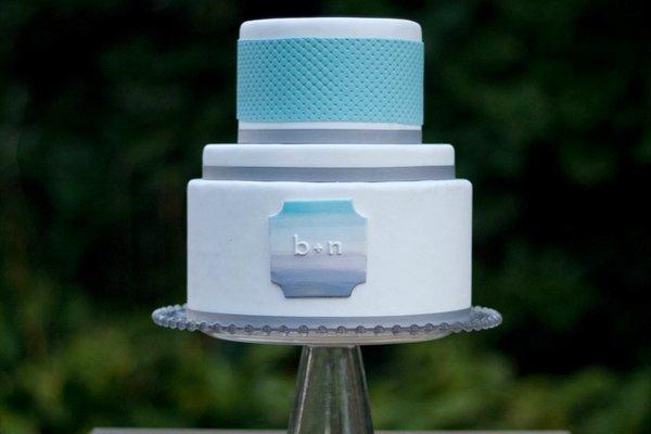 Монограмма для свадебного торта в стиле амбре