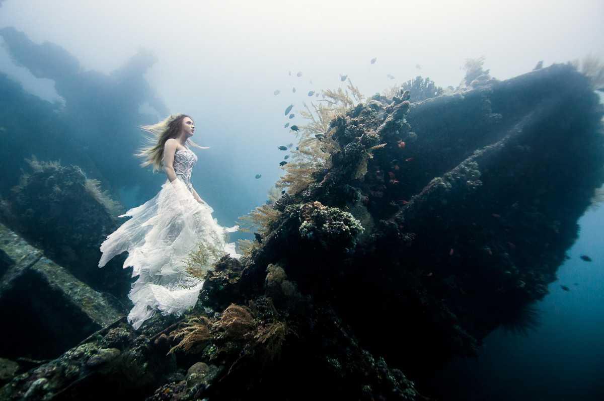 Подводная свадебная фотосессия