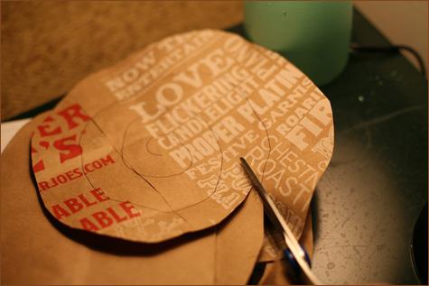 6 Делаем своими руками декоративные винтажные розочки из бумажных пакетов