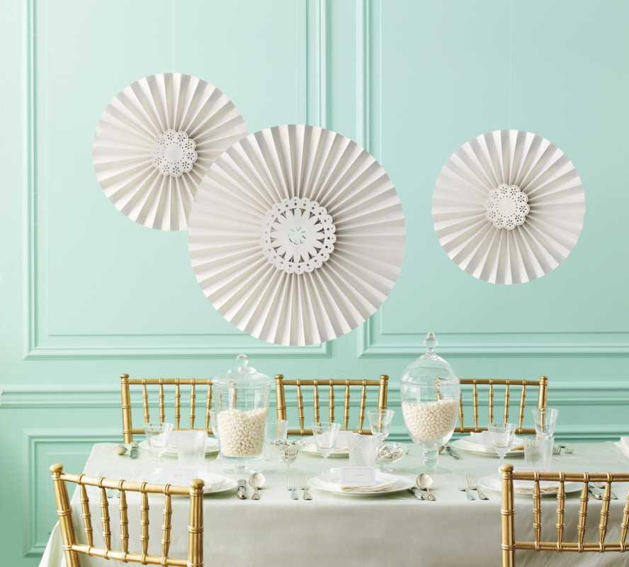 bumazhnye-tsvety-na-svadbe-3 Украшение свадьбы бумажными цветами - простой способ сделать не дорогой декор своими руками