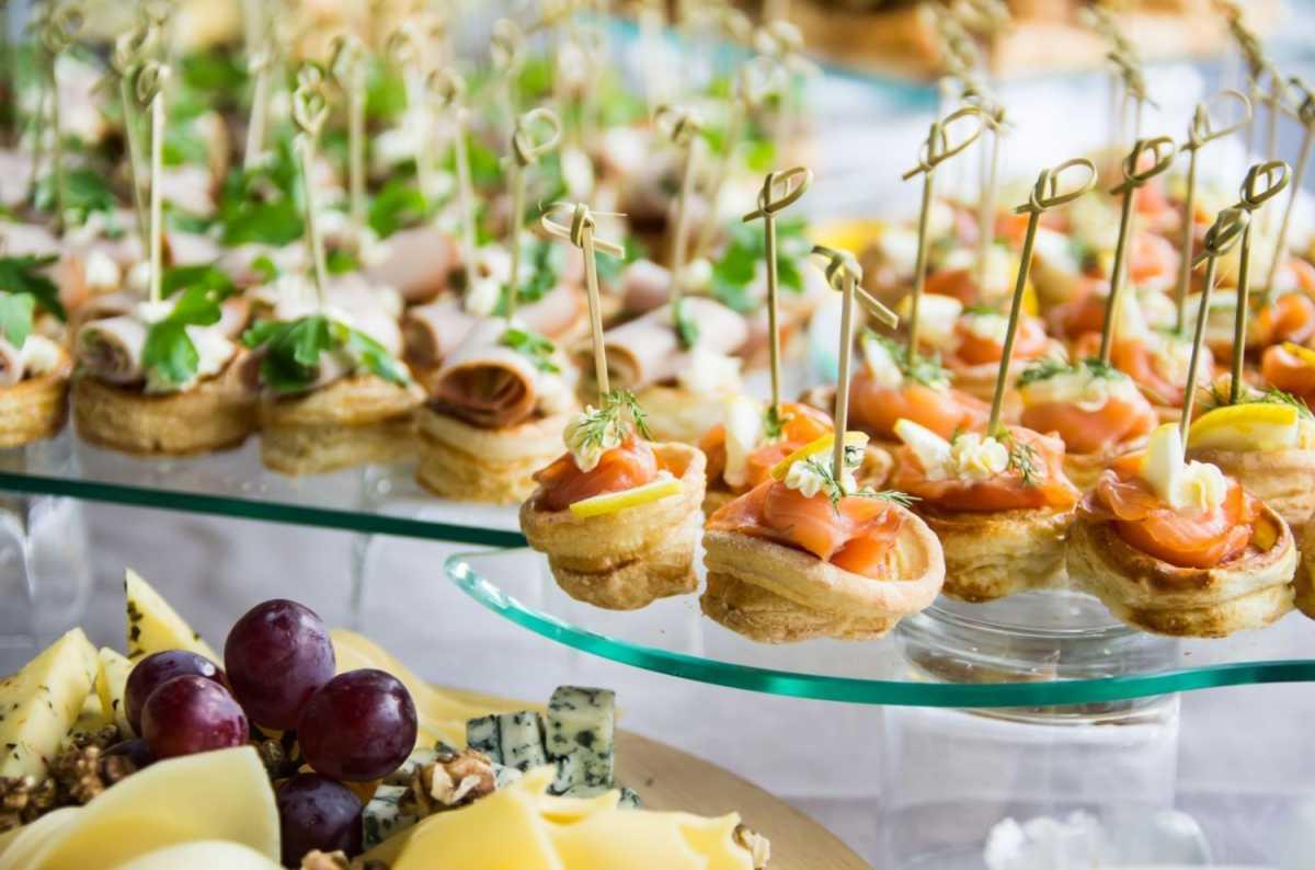 oformlenie-svadebnyh-blyud-4 Оформление свадебных блюд, как удивить гостей оригинальной подачей традиционных угощений