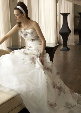 117svadebnie-platya-s-cvetochnym-printom Свадебные платья с цветочным принтом, очаровательный и модный тренд в свадебной моде
