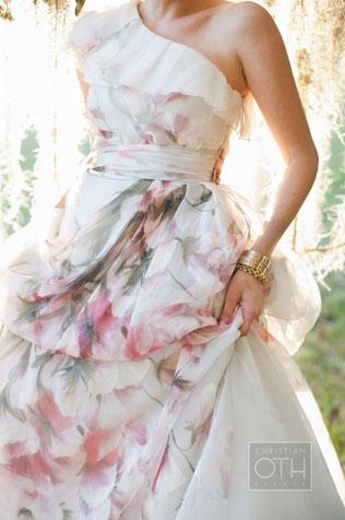 2365-svadebnie-platya-s-cvetochnym-printom Свадебные платья с цветочным принтом, очаровательный и модный тренд в свадебной моде