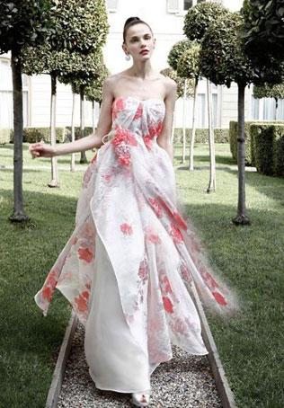 95svadebnie-platya-s-cvetochnym-printom Свадебные платья с цветочным принтом, очаровательный и модный тренд в свадебной моде