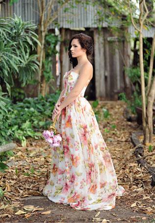 96svadebnie-platya-s-cvetochnym-printom Свадебные платья с цветочным принтом, очаровательный и модный тренд в свадебной моде