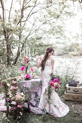 dressweddingwith-svadebnie-platya-s-cvetochnym-printom Свадебные платья с цветочным принтом, очаровательный и модный тренд в свадебной моде