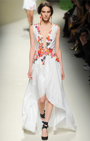 gretsiya-svadebnie-platya-s-cvetochnym-printom Свадебные платья с цветочным принтом, очаровательный и модный тренд в свадебной моде