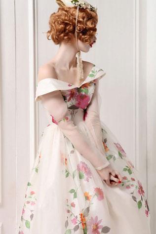 hair-svadebnie-platya-s-cvetochnym-printom Свадебные платья с цветочным принтом, очаровательный и модный тренд в свадебной моде