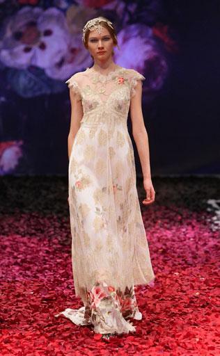 place-svadebnie-platya-s-cvetochnym-printom Свадебные платья с цветочным принтом, очаровательный и модный тренд в свадебной моде