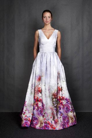 weeding-couple-1svadebnie-platya-s-cvetochnym-printom Свадебные платья с цветочным принтом, очаровательный и модный тренд в свадебной моде