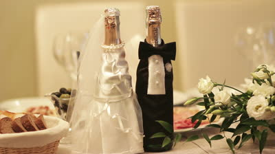 Cвадебное шампанское зачем? и как сделать своими руками, уроки украшения свадебного шампанского