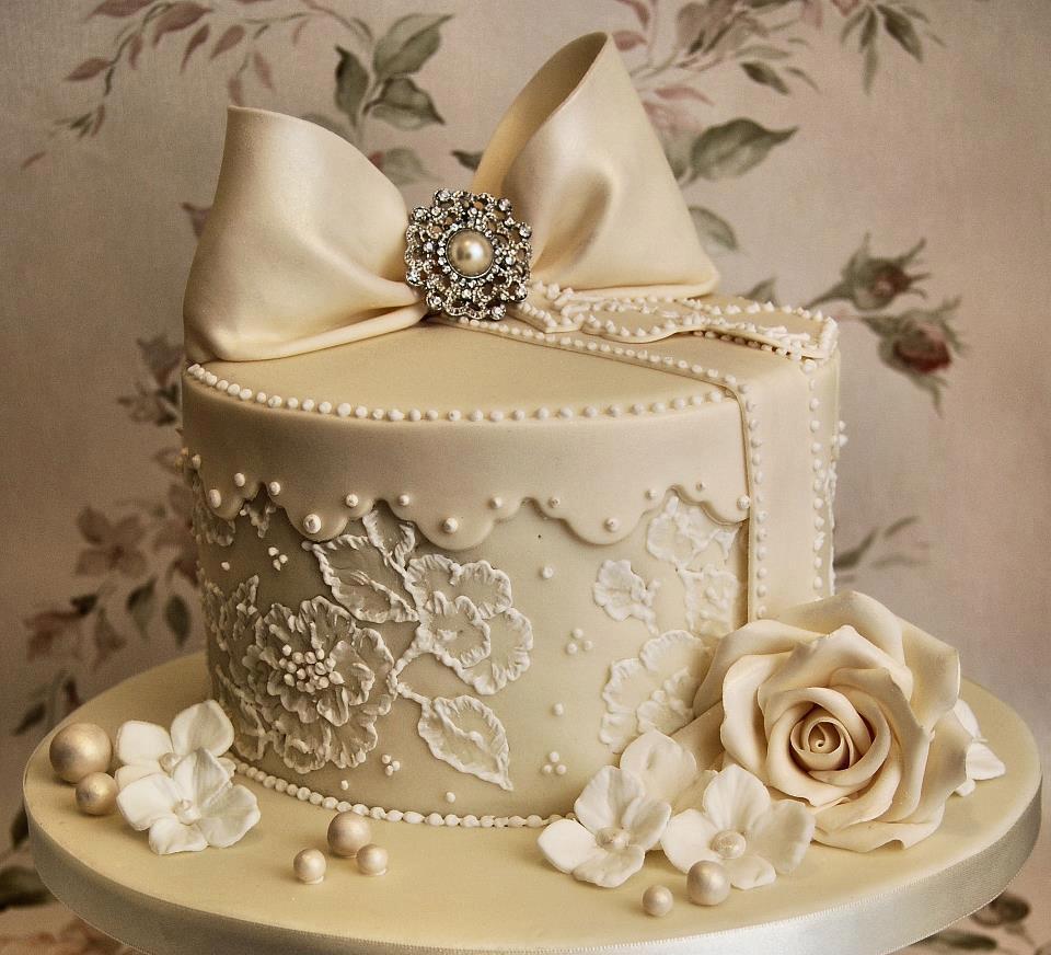 vk11 Форма круга, белый цвет - особенности свадебного торта.Как выбрать свадебные торты.