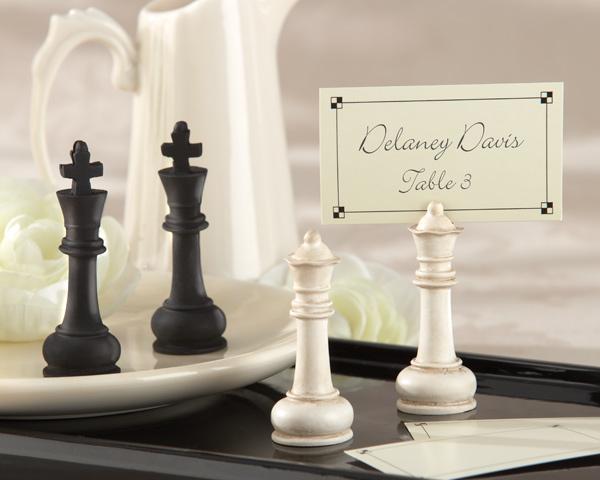 podstavka-pod-kartochki-rassadki-v-vide-shahmat Свадьба в стиле шахмат: используем шахматную цветовую гамму в оформлении