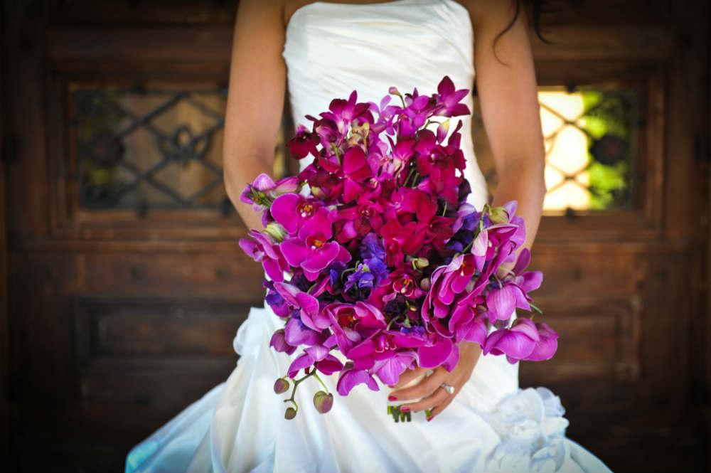 svadebnyj-buket-iz-orhidej-raznogo-tsveta Букет невесты из орхидей, несколько советов по составлению букета