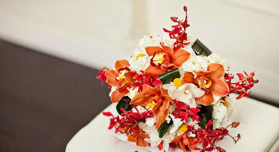 svadebnyj-buket-iz-orhidej-s-raznymi-ottenkami Букет невесты из орхидей, несколько советов по составлению букета