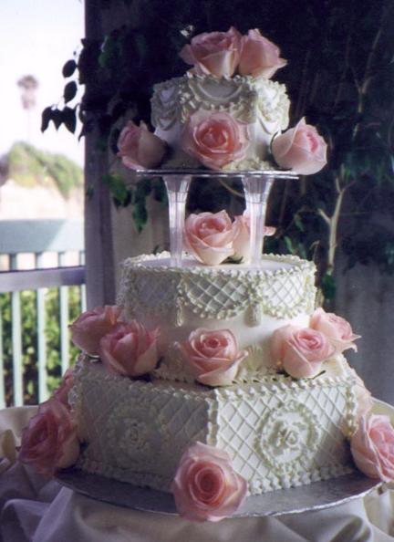 Vidy-kremov-i-ukrashenij-dlya-svadebnyh-tortov3 Виды кремов и украшений для свадебных тортов