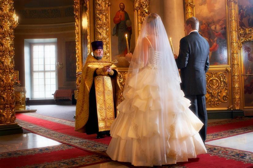 Памятка молодожену: как вести себя в православном храме?