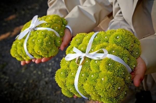 Подушечки для обручальных колец из живых цветов