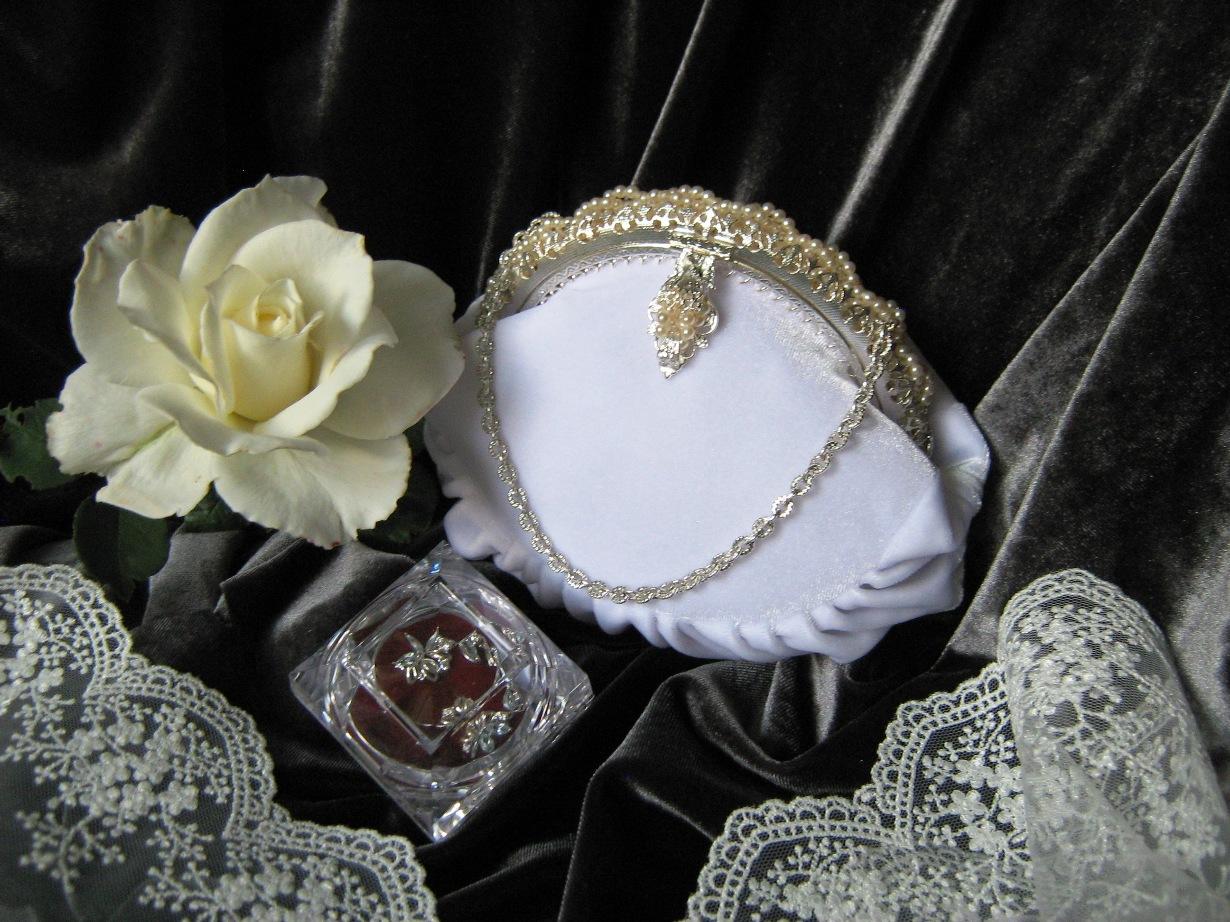 Бархат в зимних свадьбах
