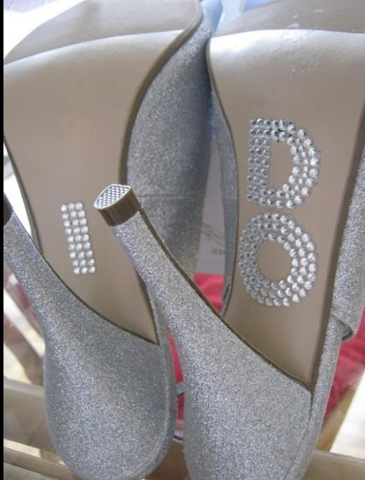 8 Мастер-класс: свадебные туфельки невесты с надписями из страз