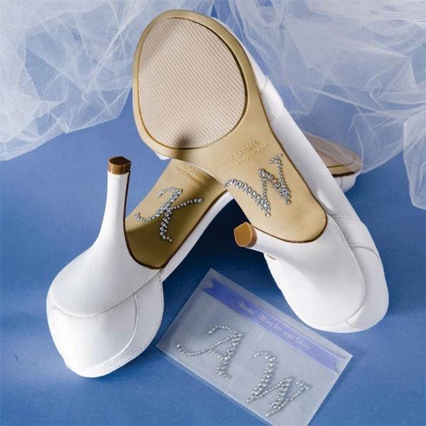 9 Мастер-класс: свадебные туфельки невесты с надписями из страз