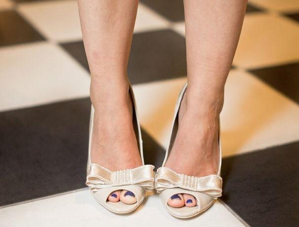 Мастер-класс: изящный бантик для свадебных туфель