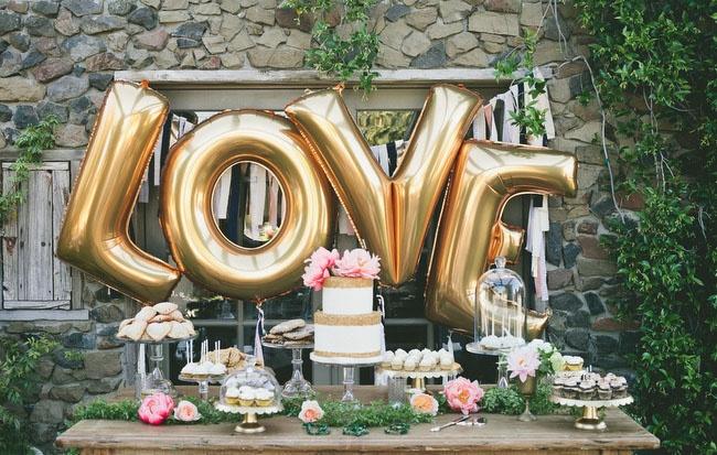 svadebny-shary-v-vide-bukv Воздушные шары в виде букв - модный свадебный аксессуар