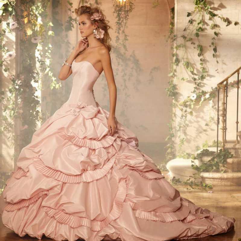 Фото девушки в бальном платье