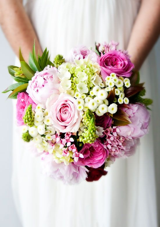 Vesennij-svadebnyj-buket-iz-roz-2 ТОП-24 самых нежных свадебных букета для весенней свадьбы