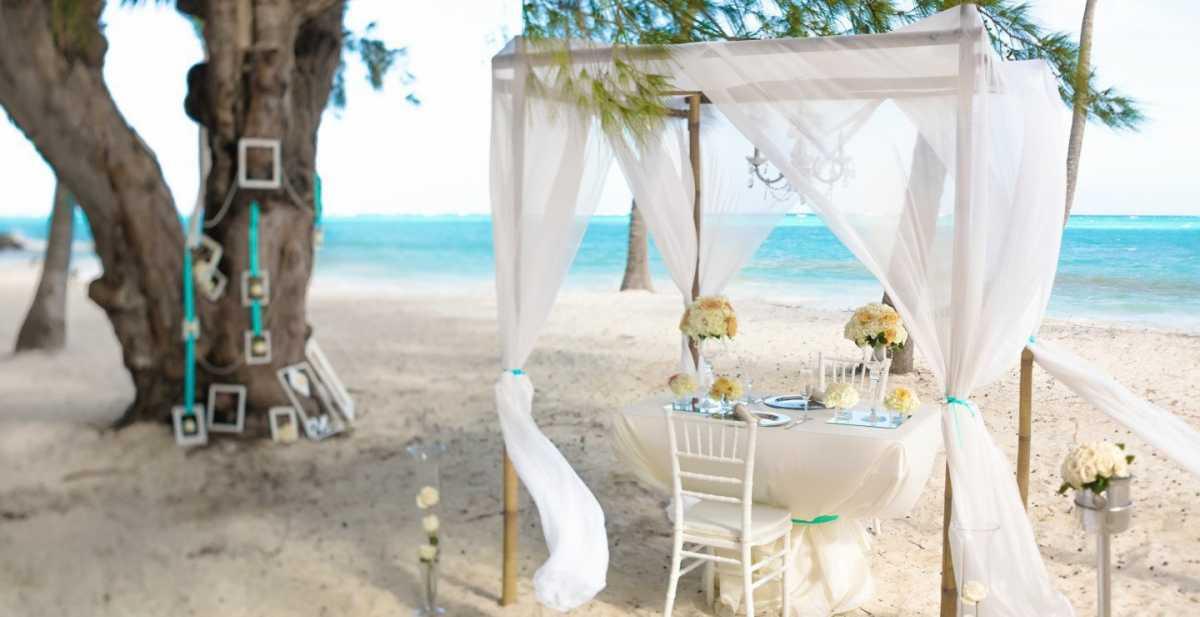 Декор выездной свадебной церемонии на пляже