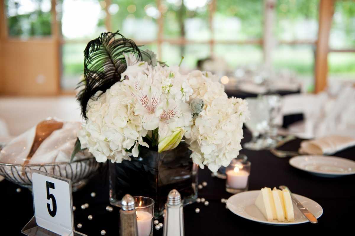 1-svadebnye-aksessuary-dlya-chernoe-beloj-svadby Декор свадьбы: секреты и советы по декорированию свадебных торжеств
