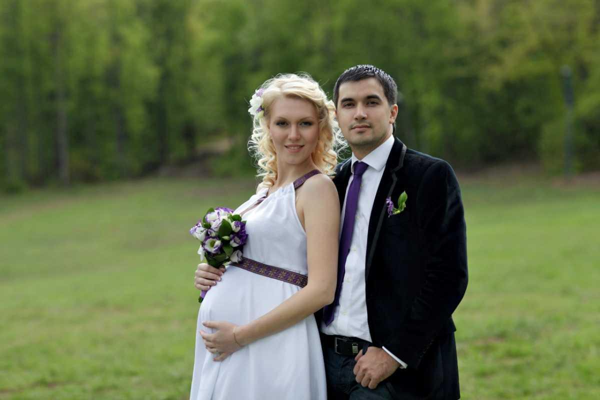 Фотосессия беременной невесты на свадьбе