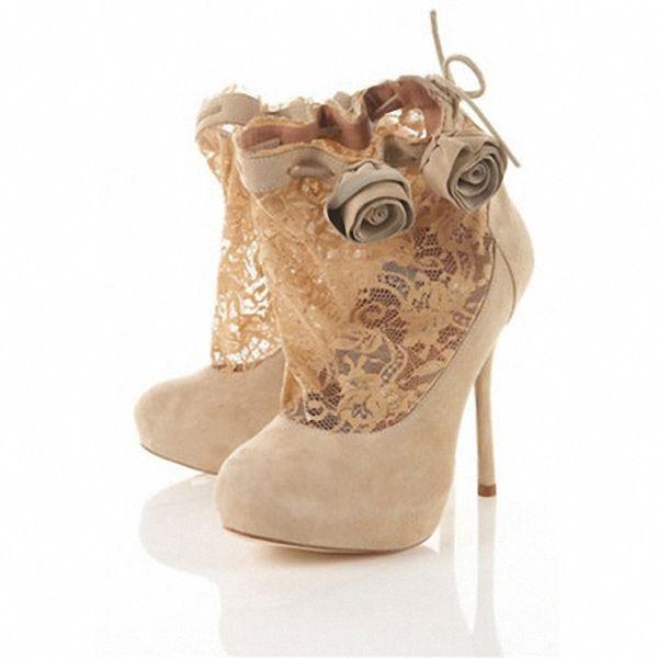 bezhevye-sapozhki-tufli-na-svadbu Бежевые туфли для невесты, стоит ли покупать?