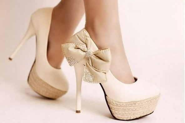 Бежевые туфли для невесты, стоит ли покупать?