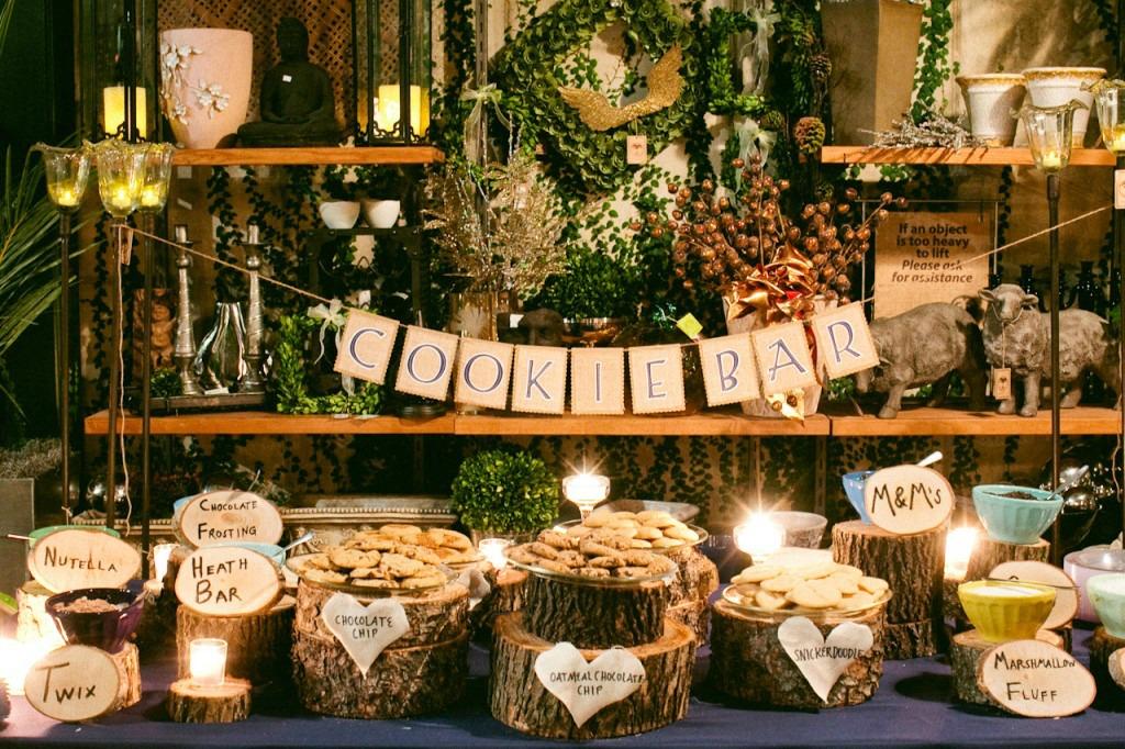 desertnyj-stol-na-svadbu-iz-sladkogo-pechenya Сладкий десертный стол для свадьбы, какой выбрать?