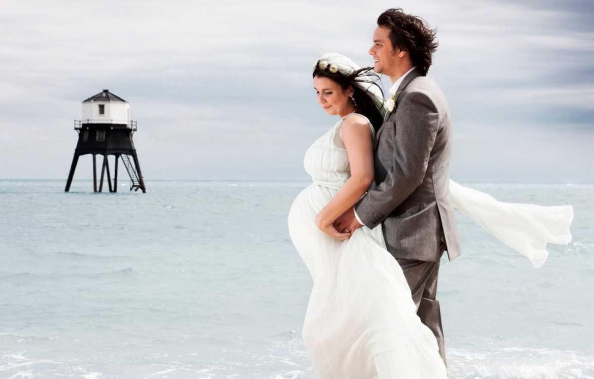 fotosessiya-beremennoj-nevesty-i-zheniha Фотосессия беременной невесты на свадьбе