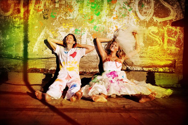 fotosessiya-na-svadbu-kraski Идея для свадебной фотосессии с красками
