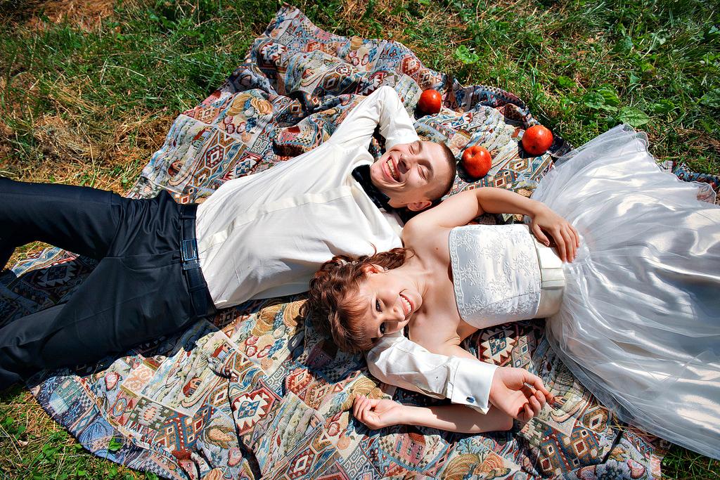 fotosessiya-na-svadbu-piknik Свадебная фотосессия в форме пикника, сочетаем приятно с полезным
